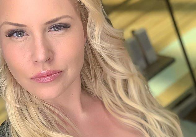 Elisa Järvelä seksikkäänä