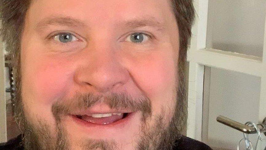 Ratkaise Janne Katajan kuva-arvoitus.